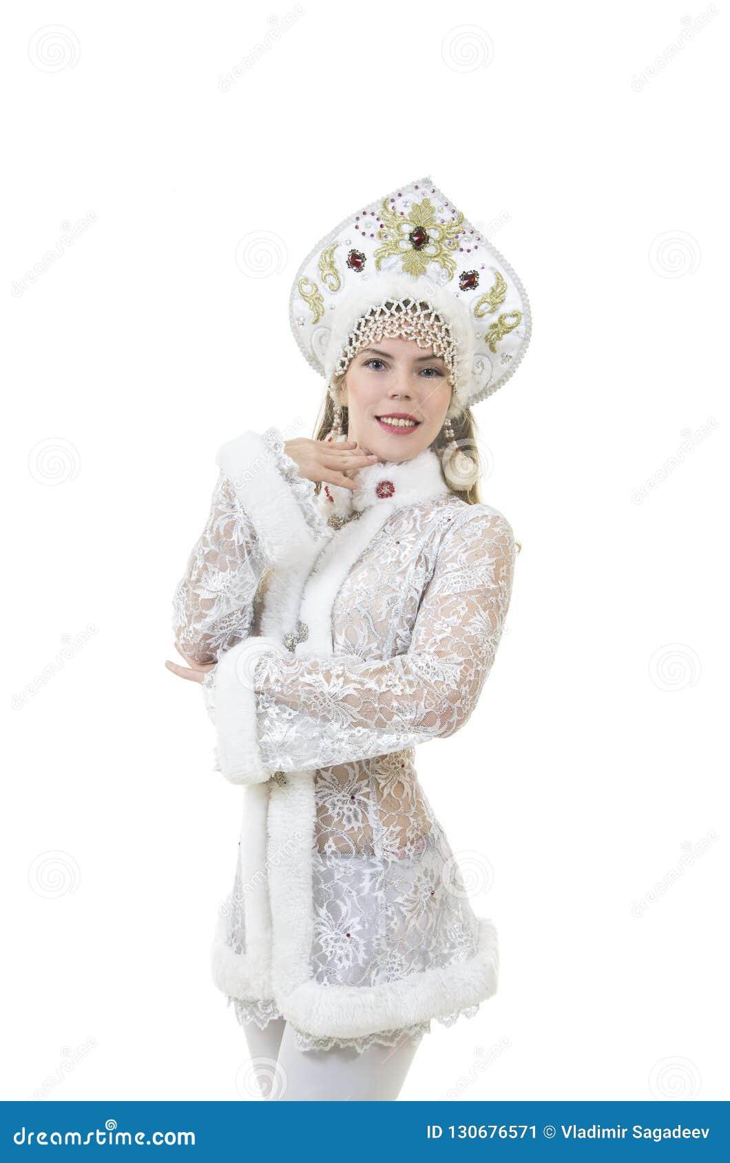 Schöne, glückliche Frau mit dem langen Haar, gekleidet als Santa Claus-Lächeln Weihnachten - Karneval des neuen Jahres