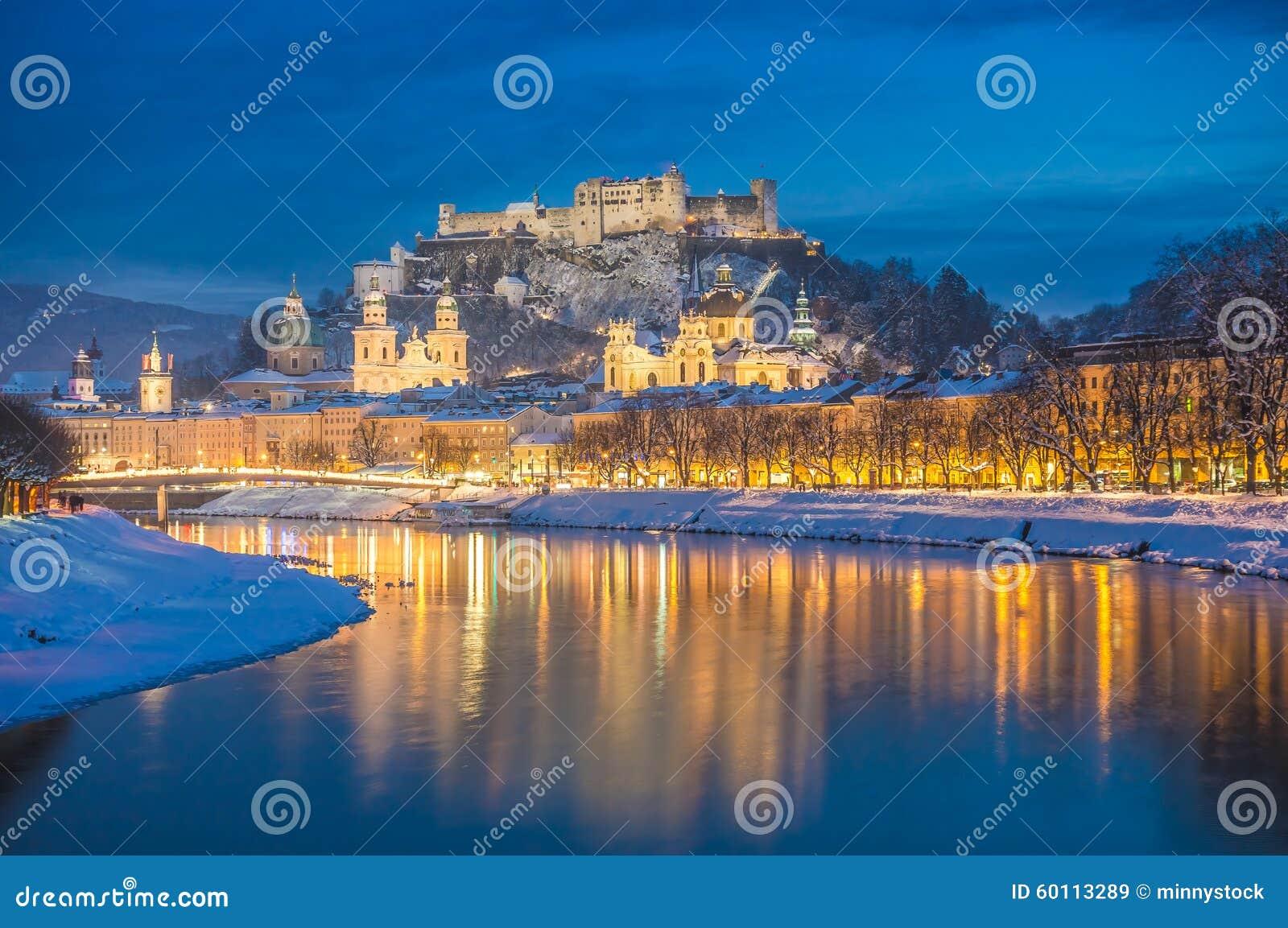 sch ne historische stadt von salzburg im winter nachts sterreich stockbild bild von abend. Black Bedroom Furniture Sets. Home Design Ideas