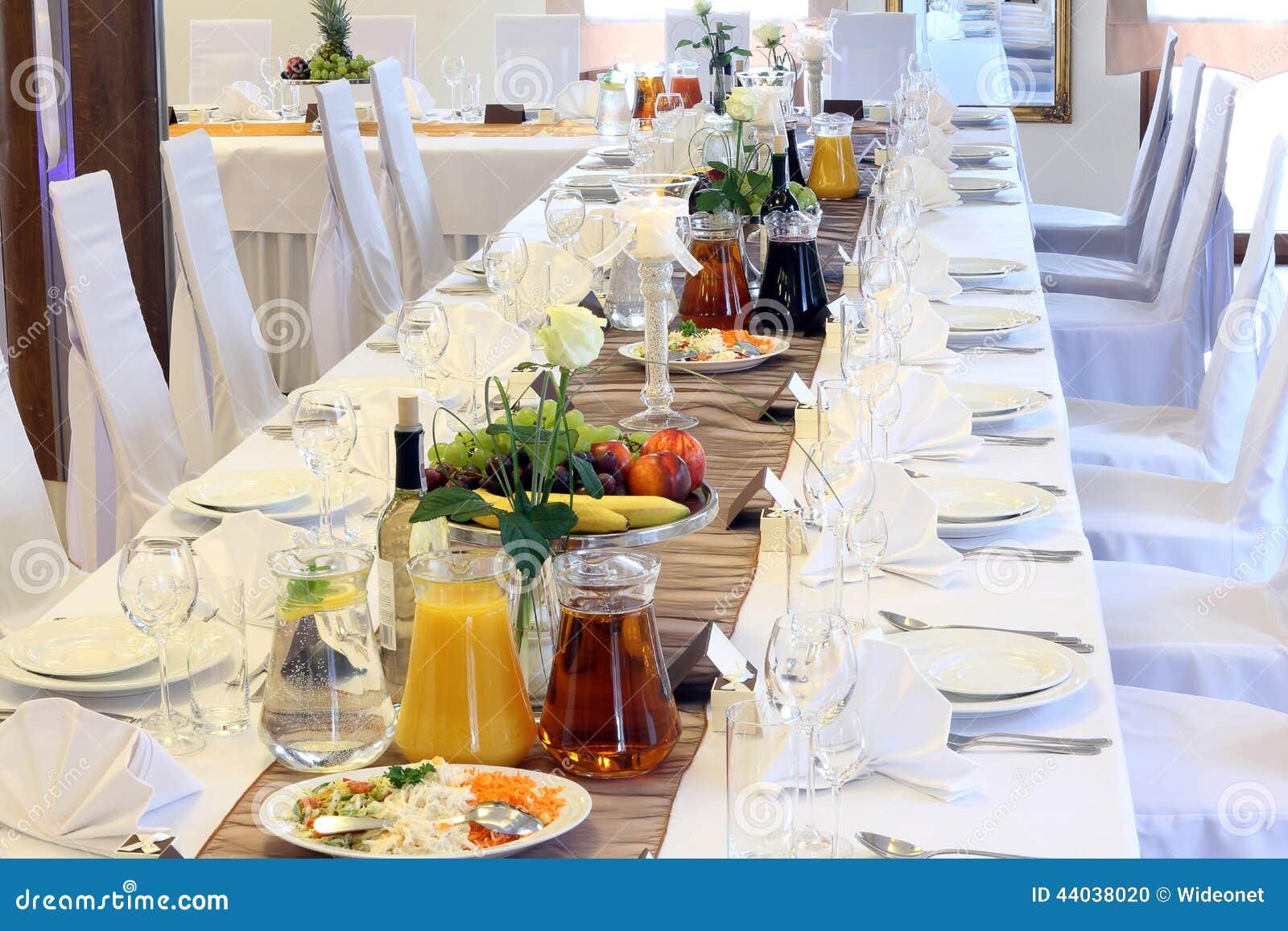 Schone Hochzeitsdekorationen Auf Dem Tisch Stockfoto Bild Von