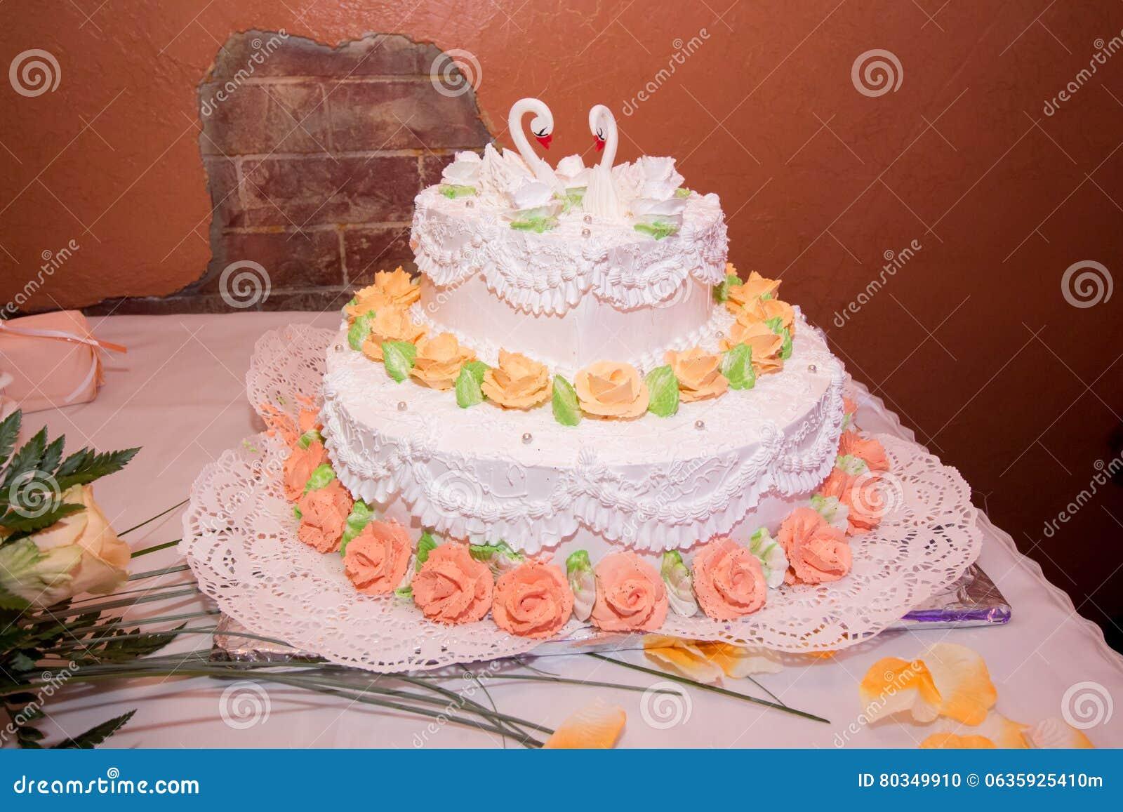 Schone Hochzeitstorte Mit Schwanen Stockfoto Bild Von Essbar Sahne