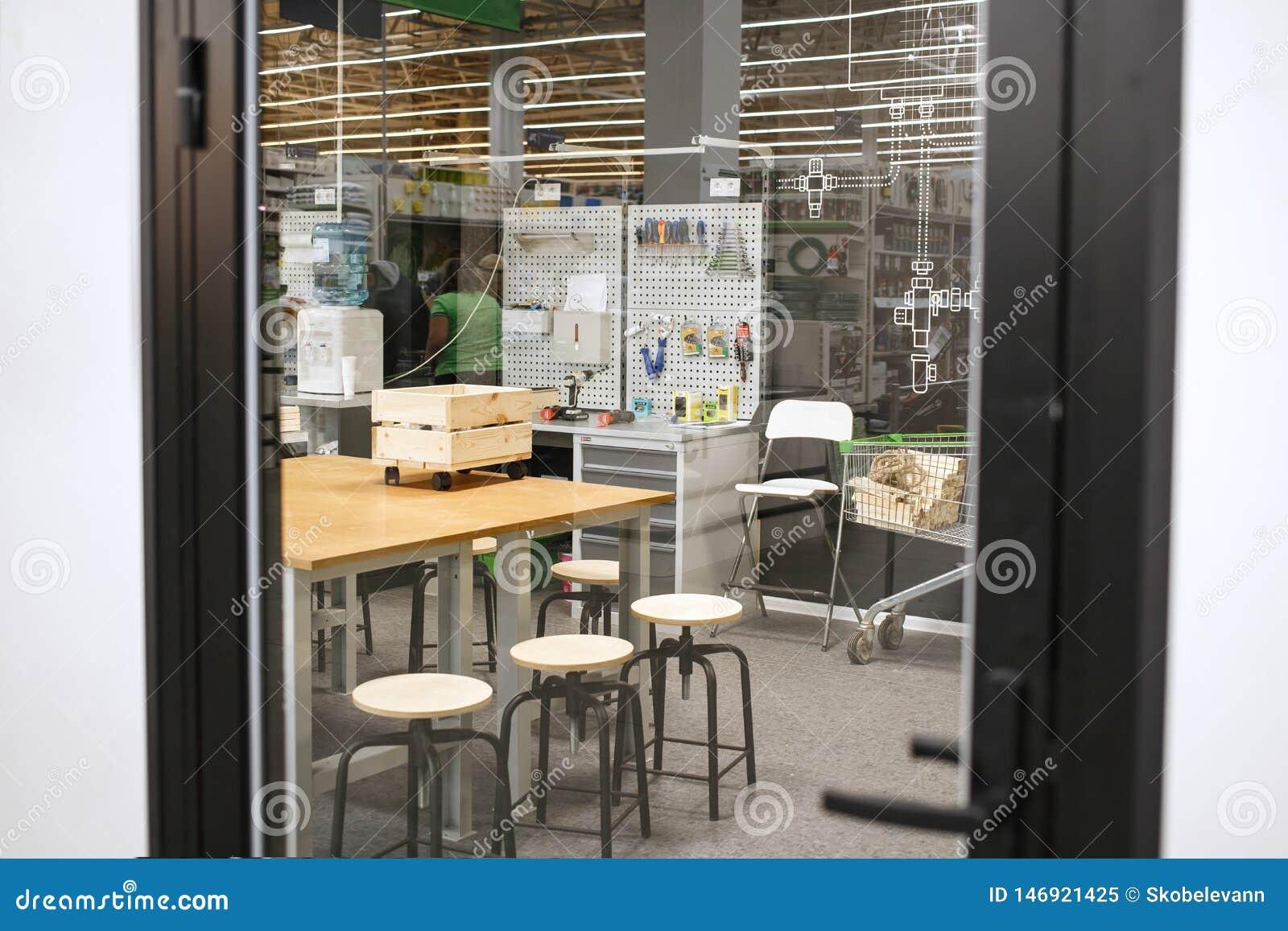 Schöne Holzbearbeitungswerkstatt Gemütliche Werkstatt für einen Tischler