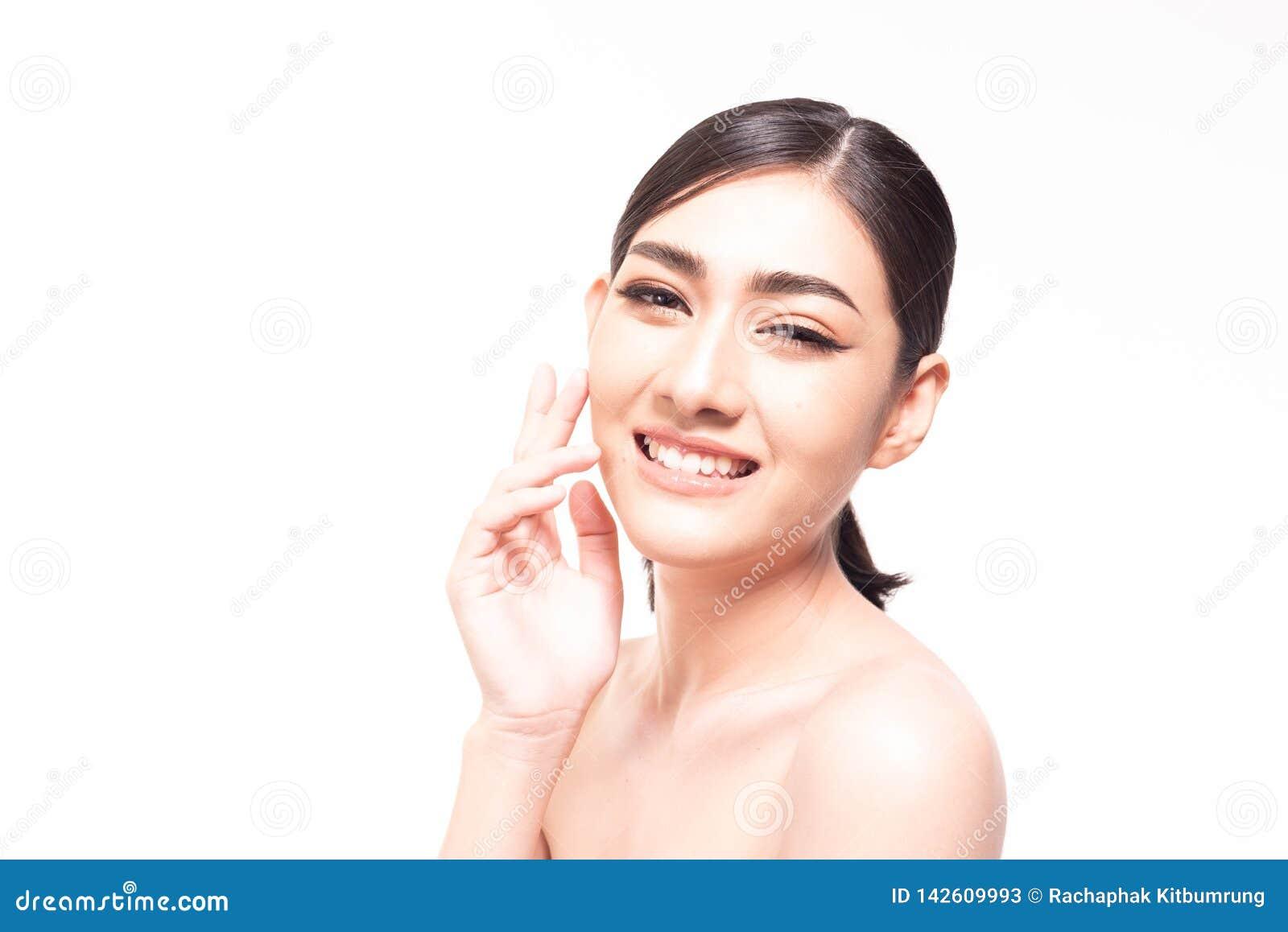 Schöne junge Asiatin mit klarer neuer Hautnote ihr eigenes Gesicht Gesichtsbehandlung, Hautreiniger, Cosmetology, Schönheit und