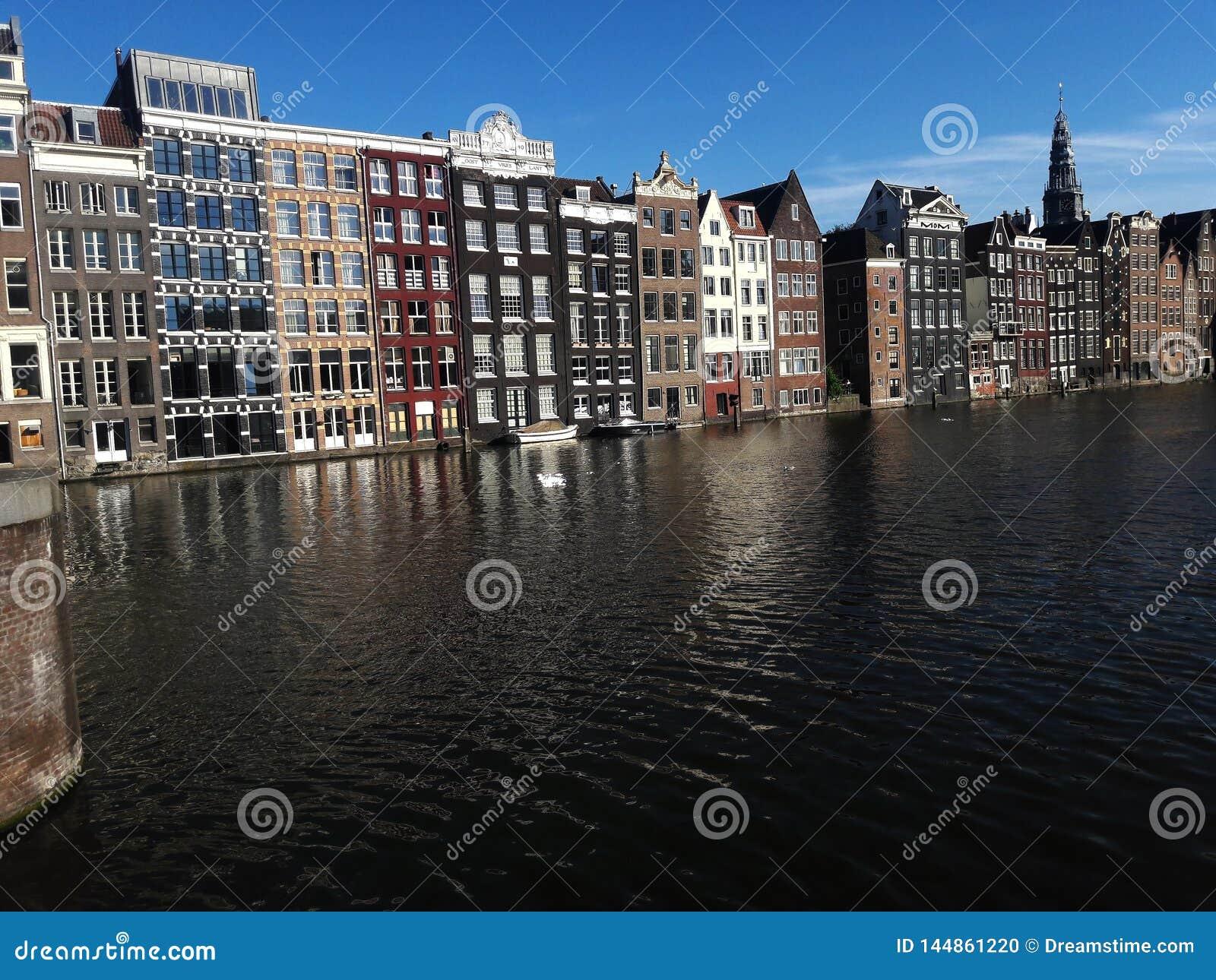 Schöne Kanäle und Architektur von Amsterdam
