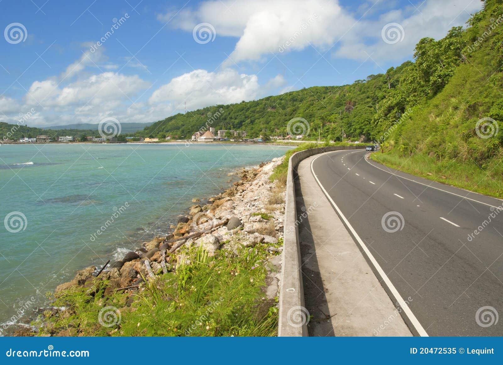 Schöne karibische Küstendatenbahnstraße