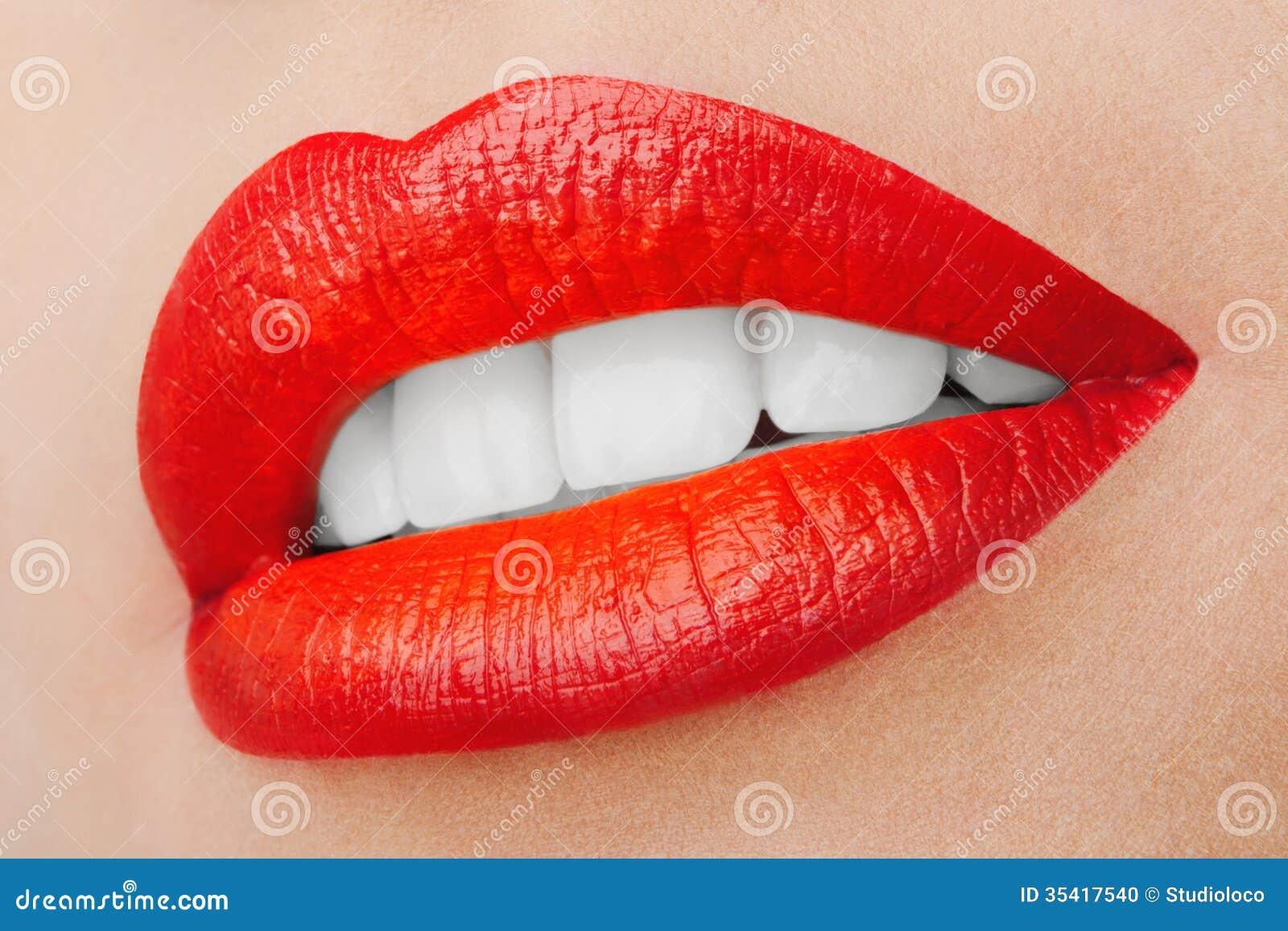 sch ne l chelnde lippen stockfoto bild 35417540. Black Bedroom Furniture Sets. Home Design Ideas