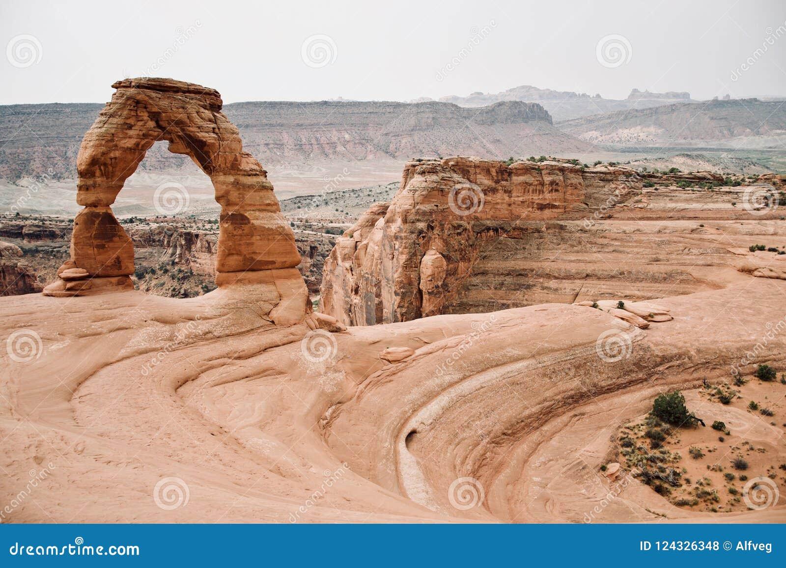 Schöne Landschaft des empfindlichen Bogens an den Bögen Nationalpark, Utah, USA