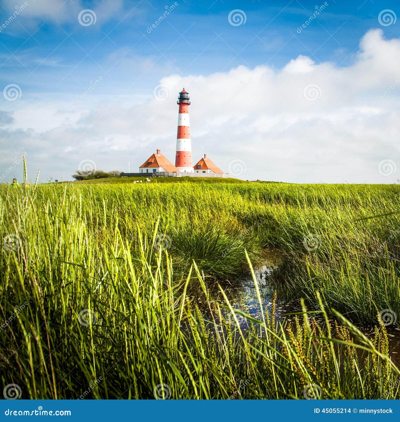 sch ne landschaft mit leuchtturm in nordsee deutschland stockfoto bild von gr n leuchtturm. Black Bedroom Furniture Sets. Home Design Ideas