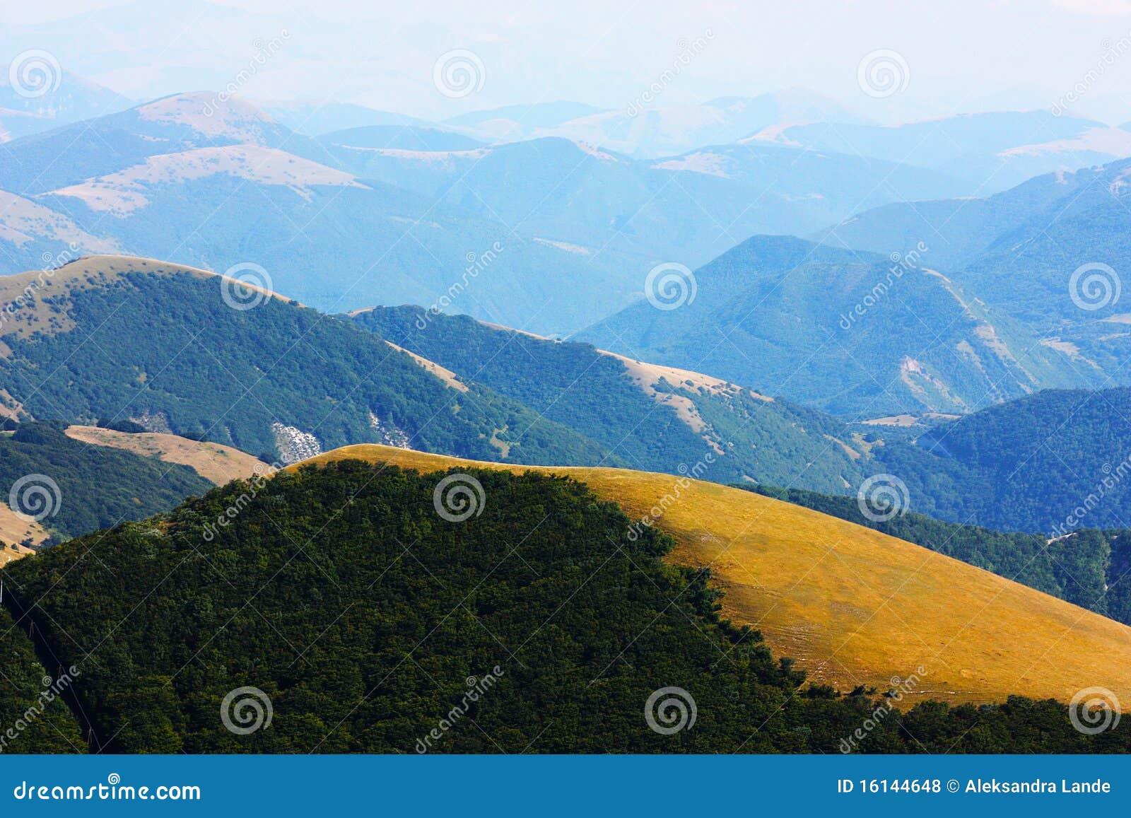 Schöne Landschaften des Apennines