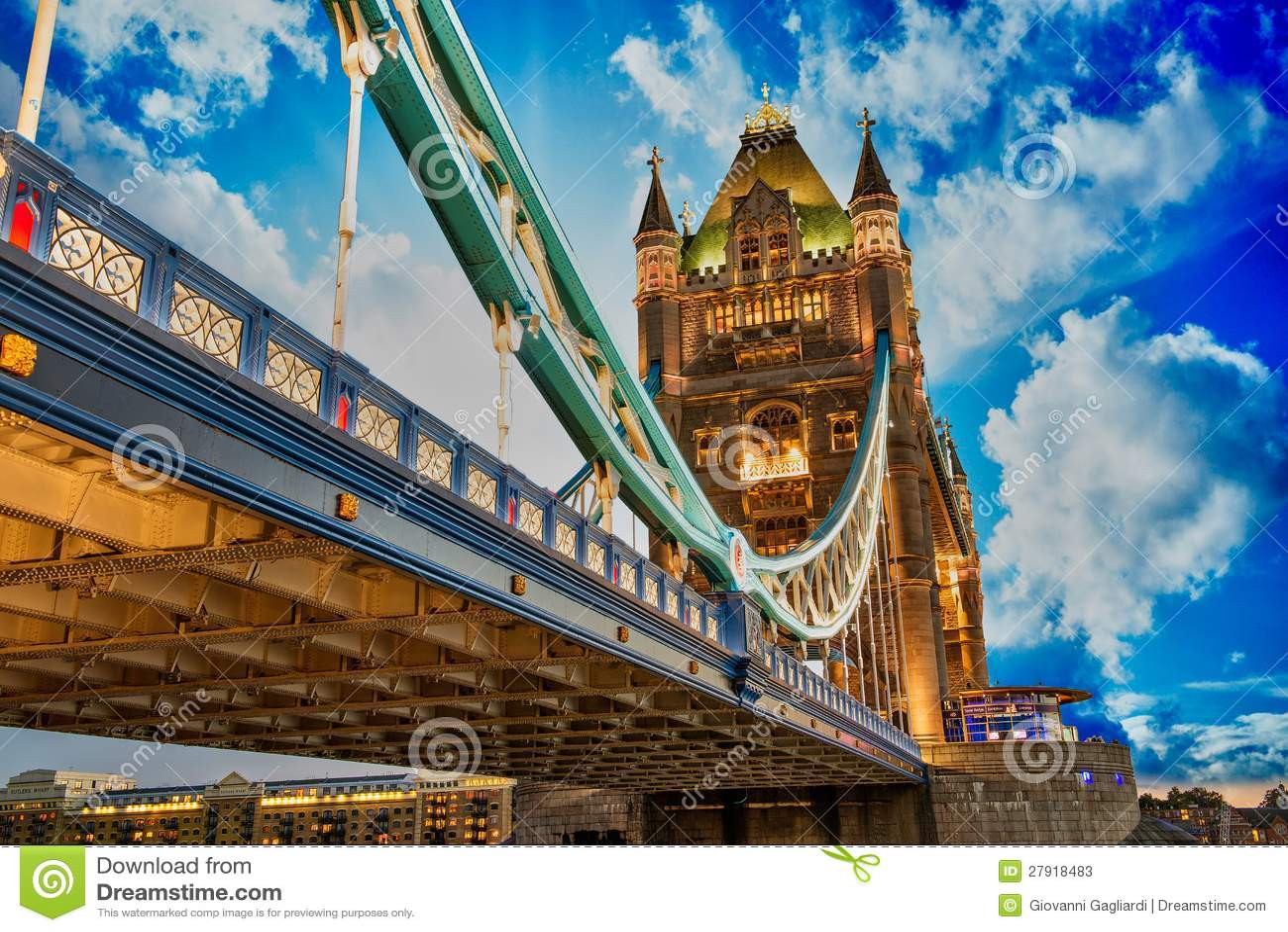 Schöne Leuchten Der Kontrollturm Brücke In London Stockbild Bild