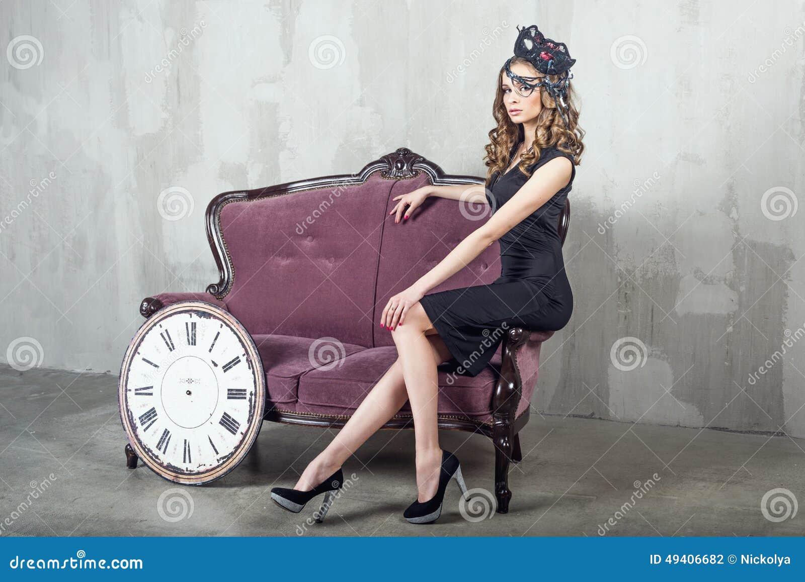 Download Schöne Luxuriöse Frau Mit Maske Stockfoto - Bild von schauen, verfassung: 49406682