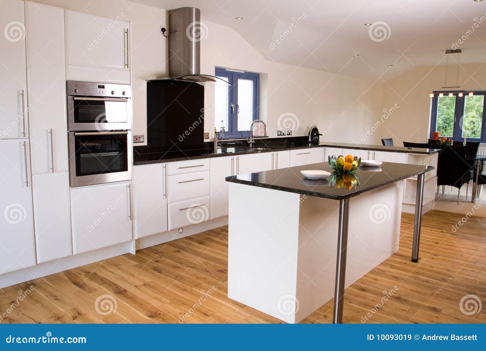 sch ne moderne k che stockbild bild von kostspielig. Black Bedroom Furniture Sets. Home Design Ideas