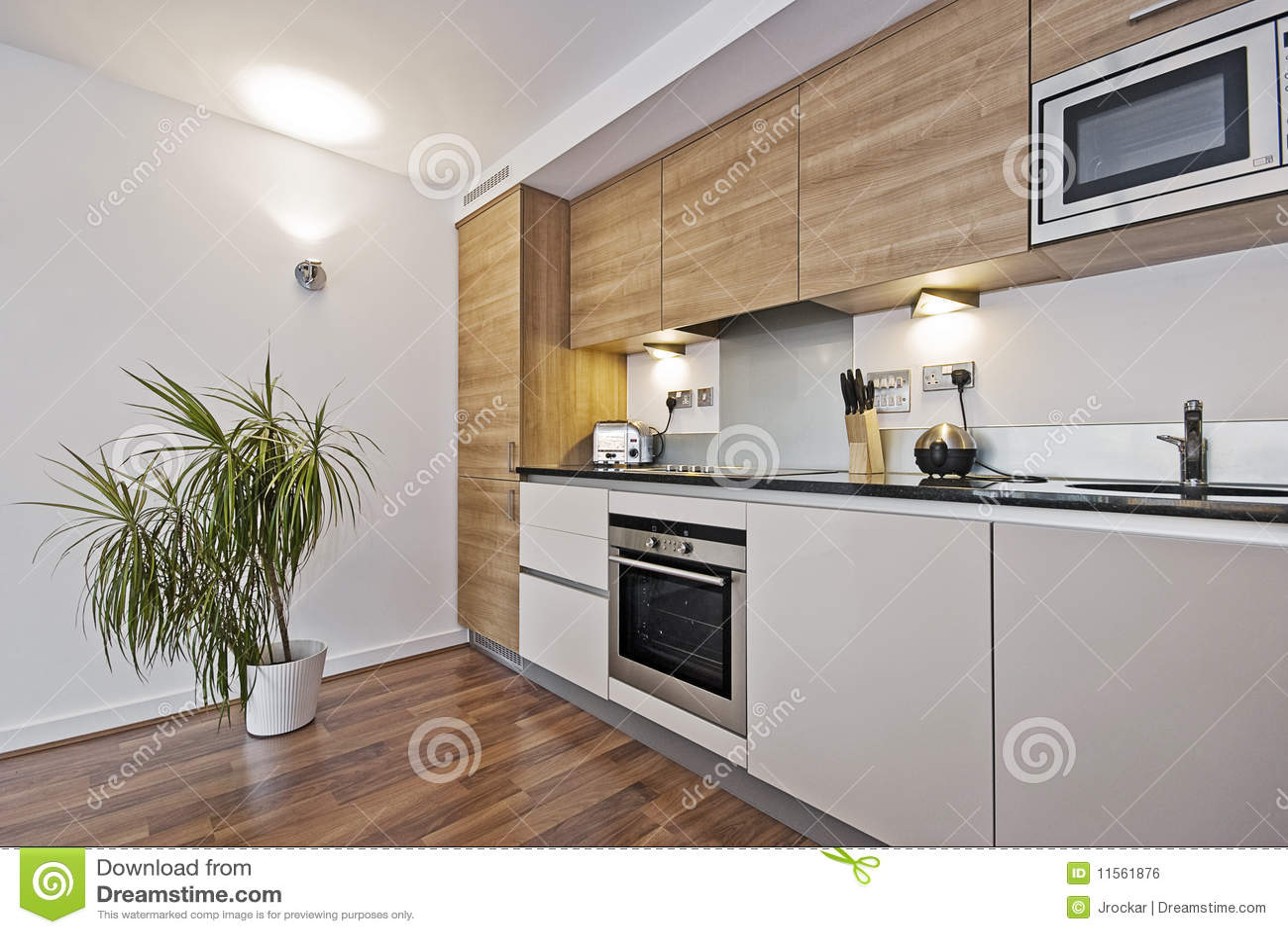 Schöne moderne Küche stockfoto. Bild von möbel, hahn - 11561876