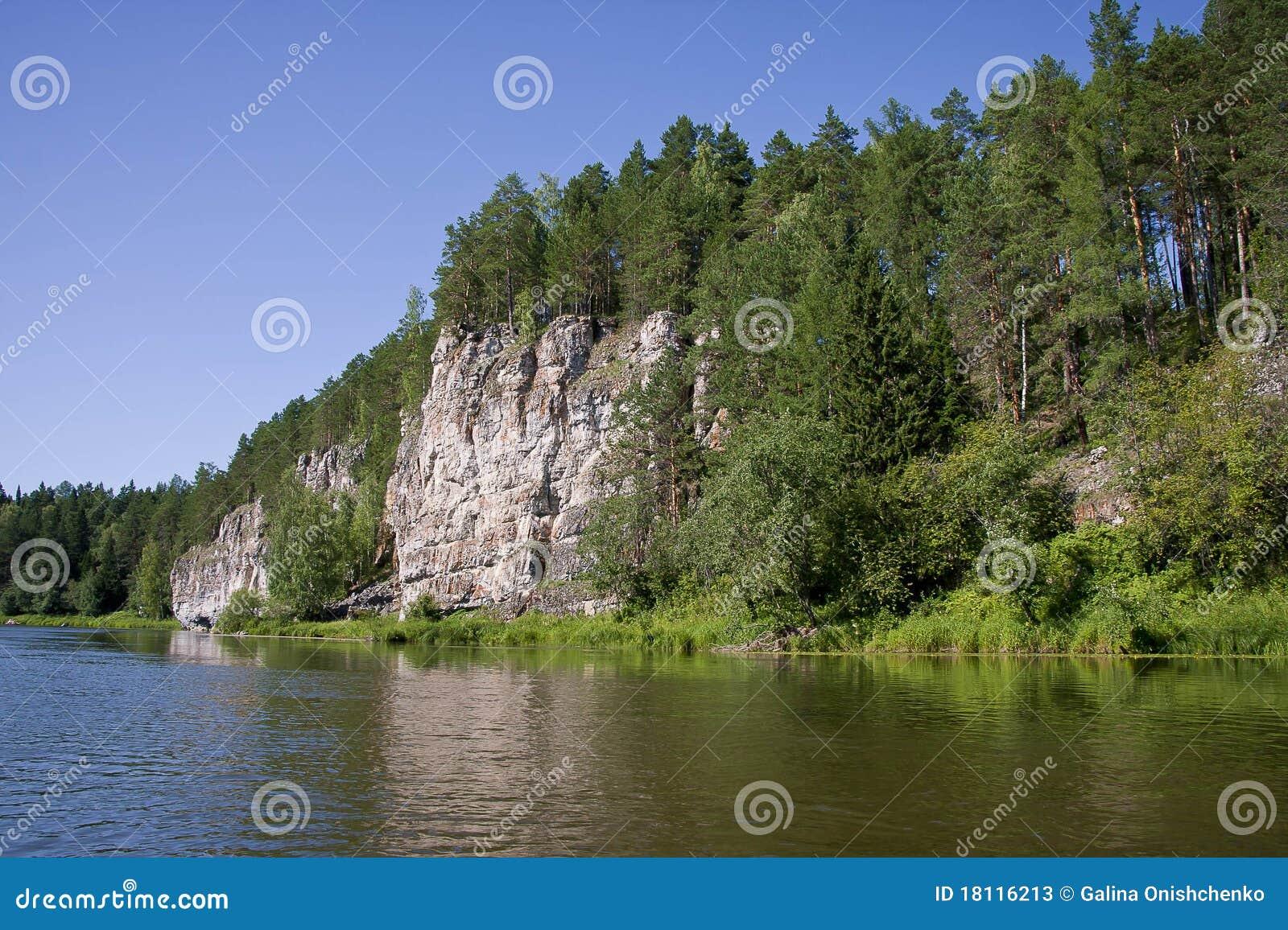 Schöne Natur auf dem Fluss