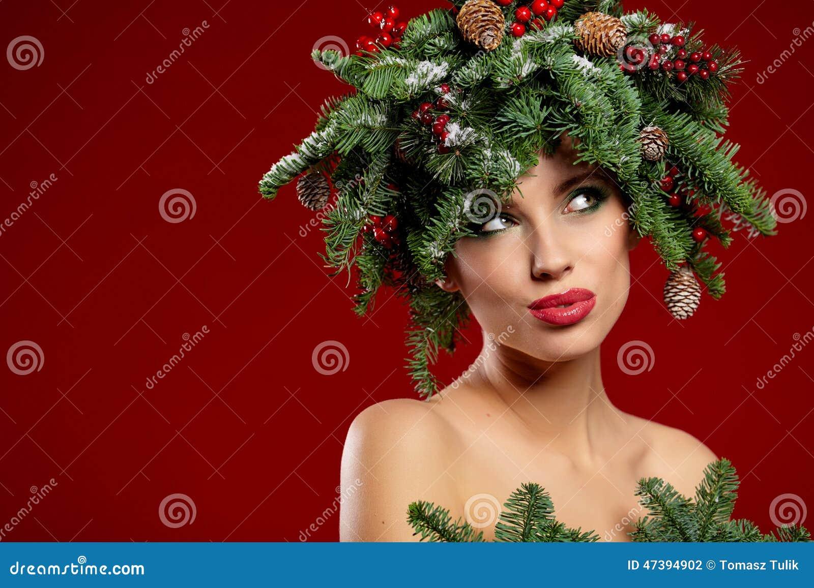 Schone Neues Jahr Und Weihnachtsbaum Feiertags Frisur Stockfoto