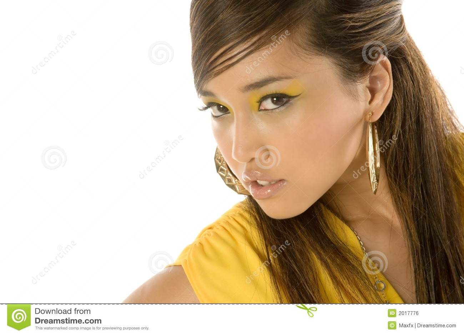 Schöne reizvolle asiatische Frau
