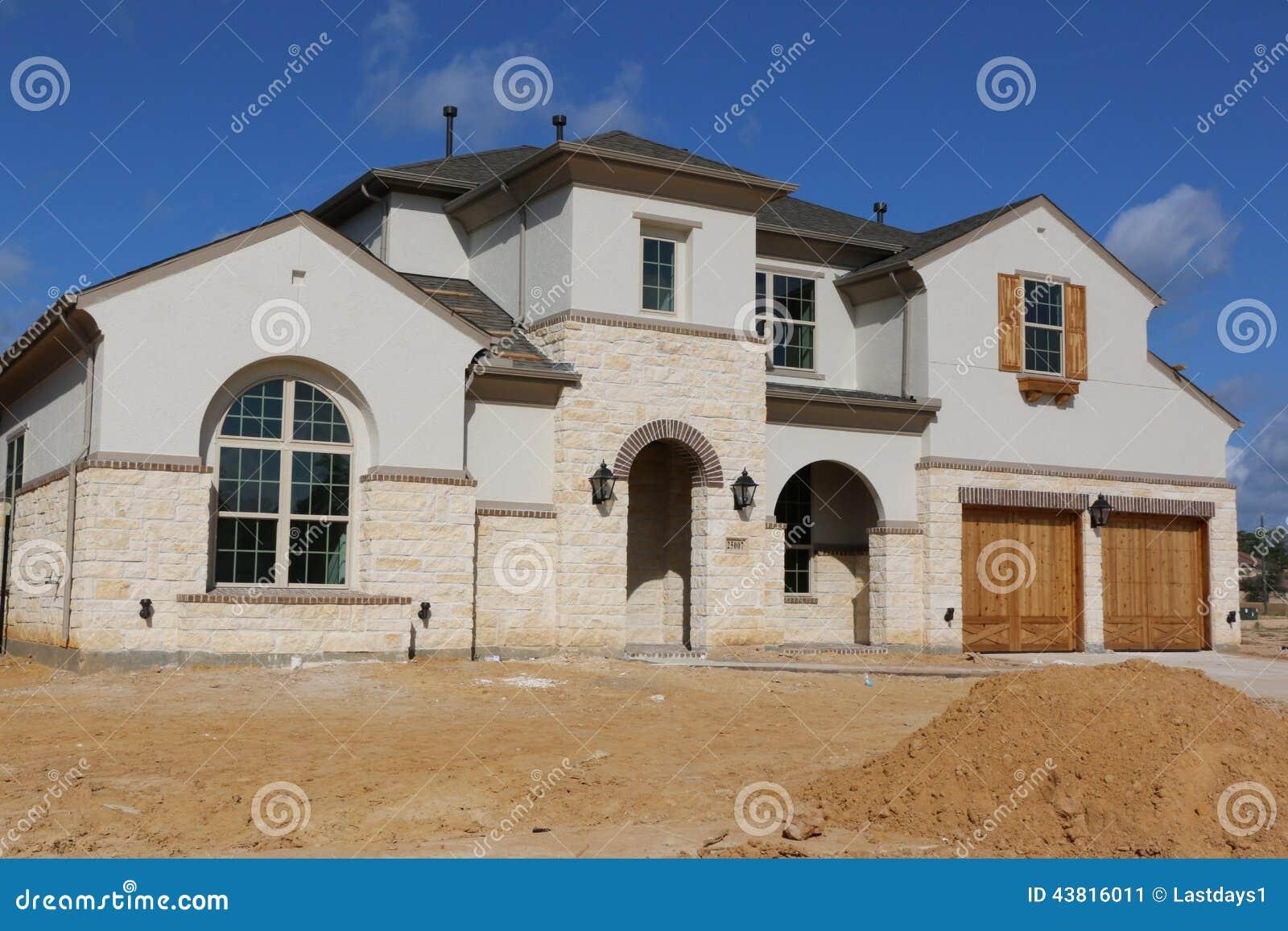 Schöne südliche Häuser stockbild. Bild von aufbau, schön - 43816011