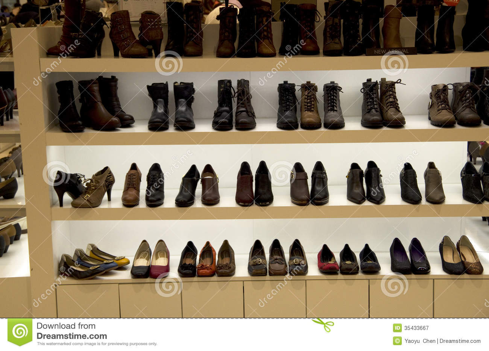Schone Schuhe Im Kaufhaus Stockbild Bild Von Organisiert 35433667