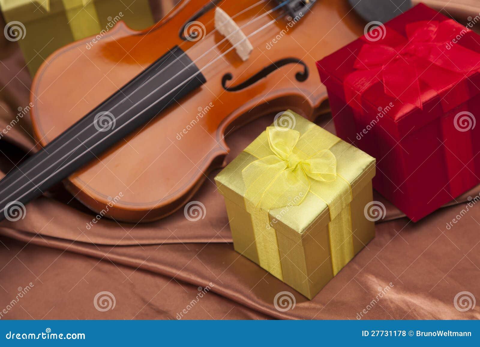 Schöne Violine und Geschenke!