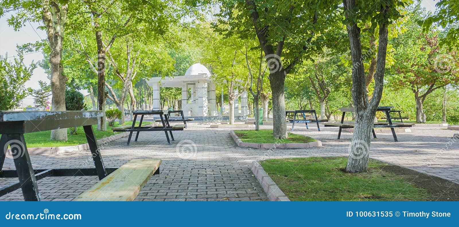 Schöner allgemeiner Wudu-Brunnen in einem türkischen allgemeinen Park