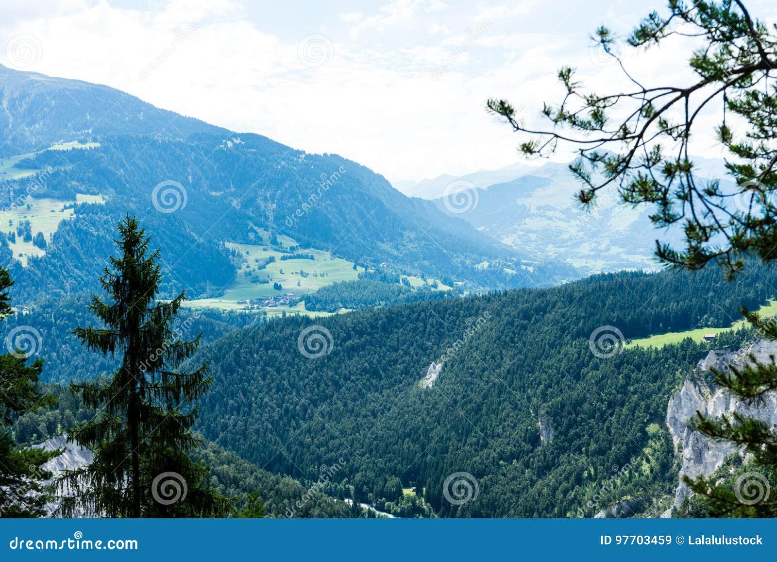 Schner Bergblick In Den Flims Die Schweiz