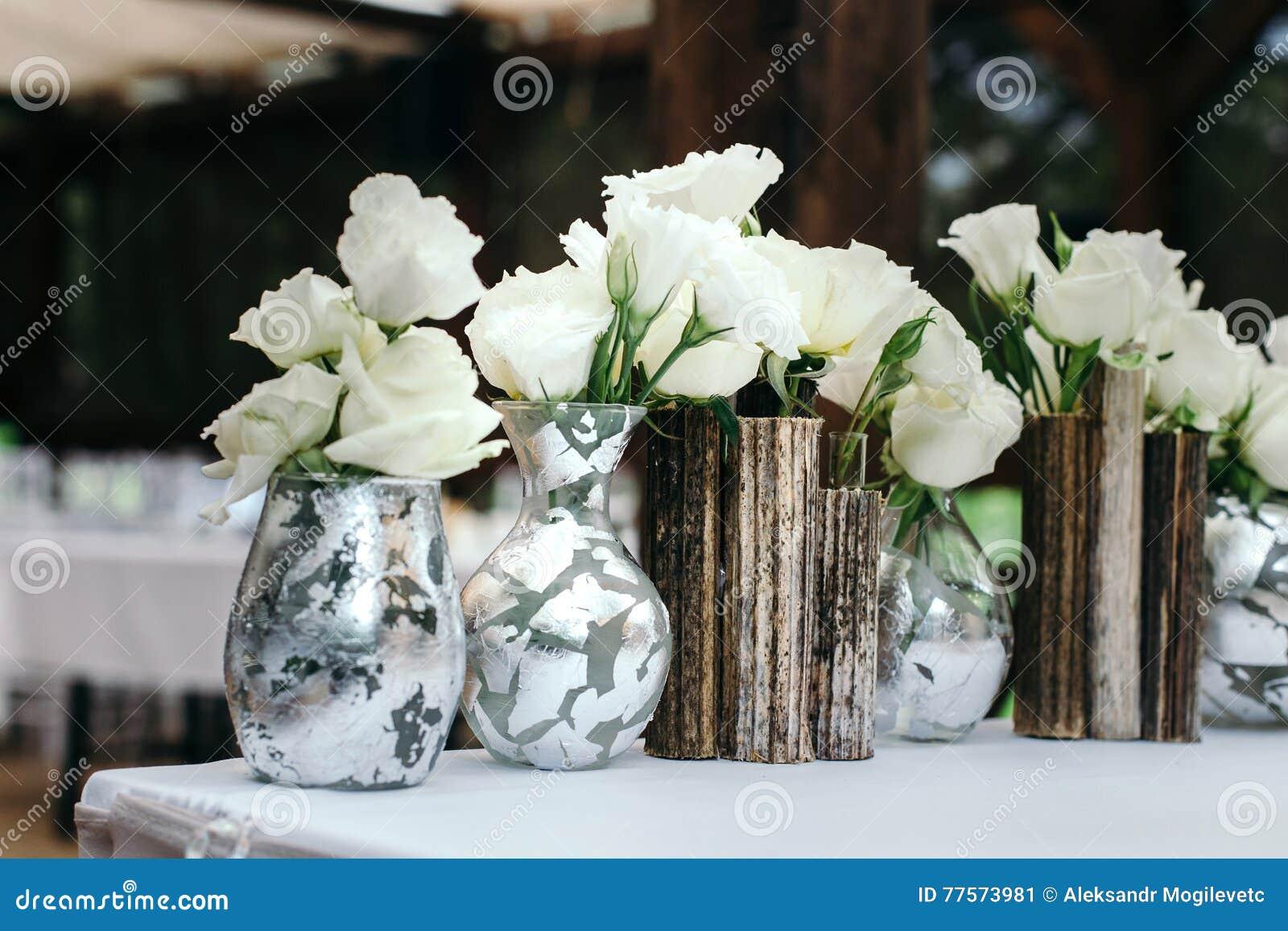 Schoner Dekor An Der Hochzeit Anordnung Fur Weisse Blumen In Den