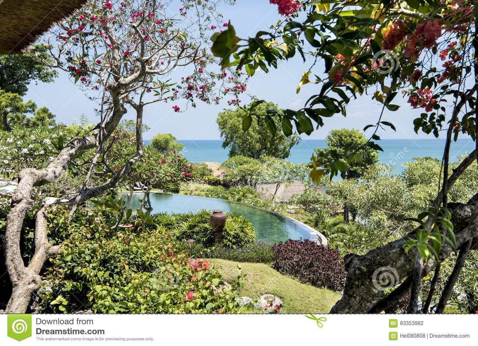 Schöner Garten Mit Pool Des Erholungsortes, Bali Stockfoto - Bild ...