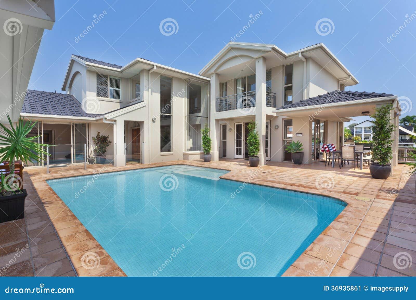 Download Schöner Hinterhof Mit Pool In Der Australischen Villa Stockbild    Bild Von Gebäude, Lebensstil