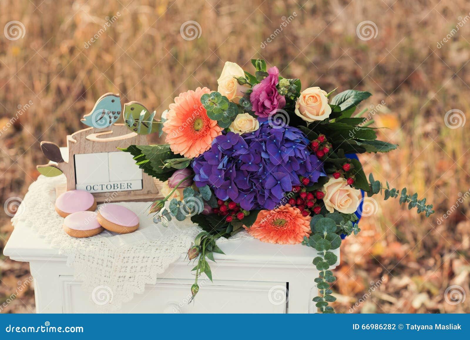 Schoner Hochzeitsblumenstrauss Von Bunten Blumen Dekorationen