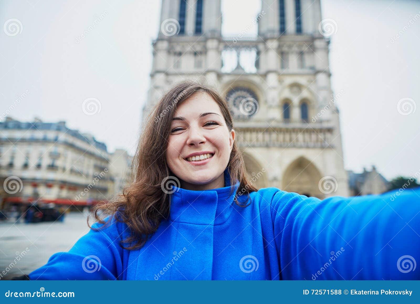 Schoner Junger Tourist In Paris Lustiges Selfie Machend Stockfoto