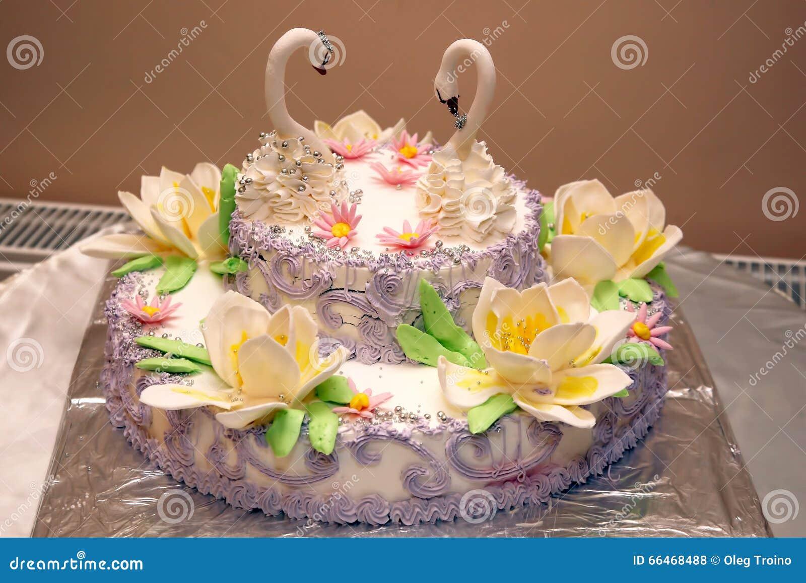 Der Schöne Kuchen Für Die Heirat Mit Zahlen Von Schwänen