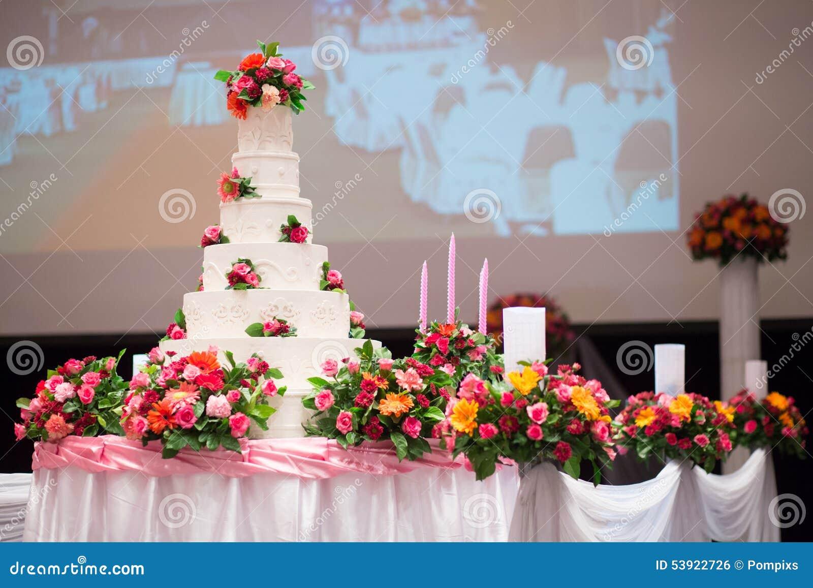 Schoner Kuchen Verzieren Mit Rosarose Blume Und Kerze Fur