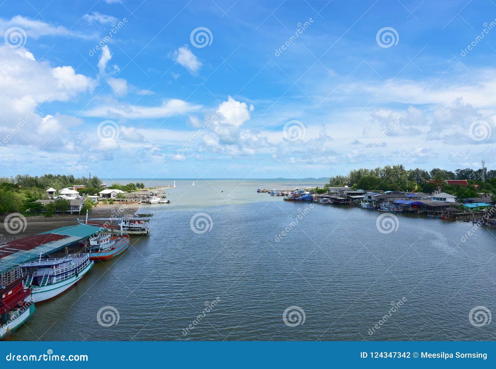Schöner PAK-nam prasae rayong Strand Natürliche Mangrovenwaldansicht in die Rayong-Bucht Thailand Landschaftsschutzgebiet in Klae