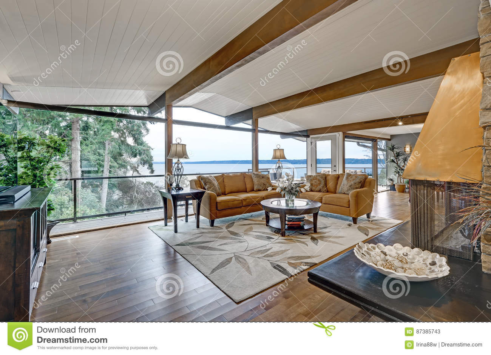 Schoner Panoramahausinnenraum Gross Wohnzimmer Stockbild Bild Von