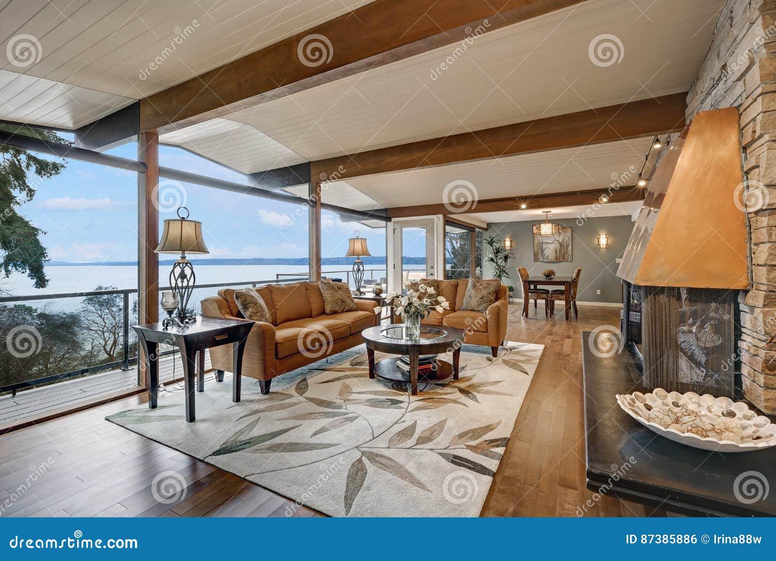 Schöner Panoramahausinnenraum, Groß/Wohnzimmer Stockfoto ...