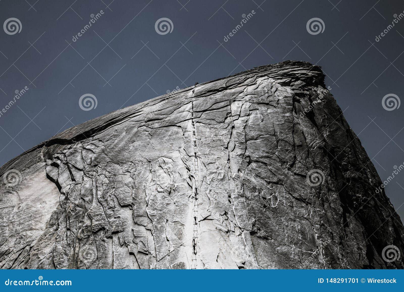 Schöner Schuss des Felsens mit kühler Beschaffenheit