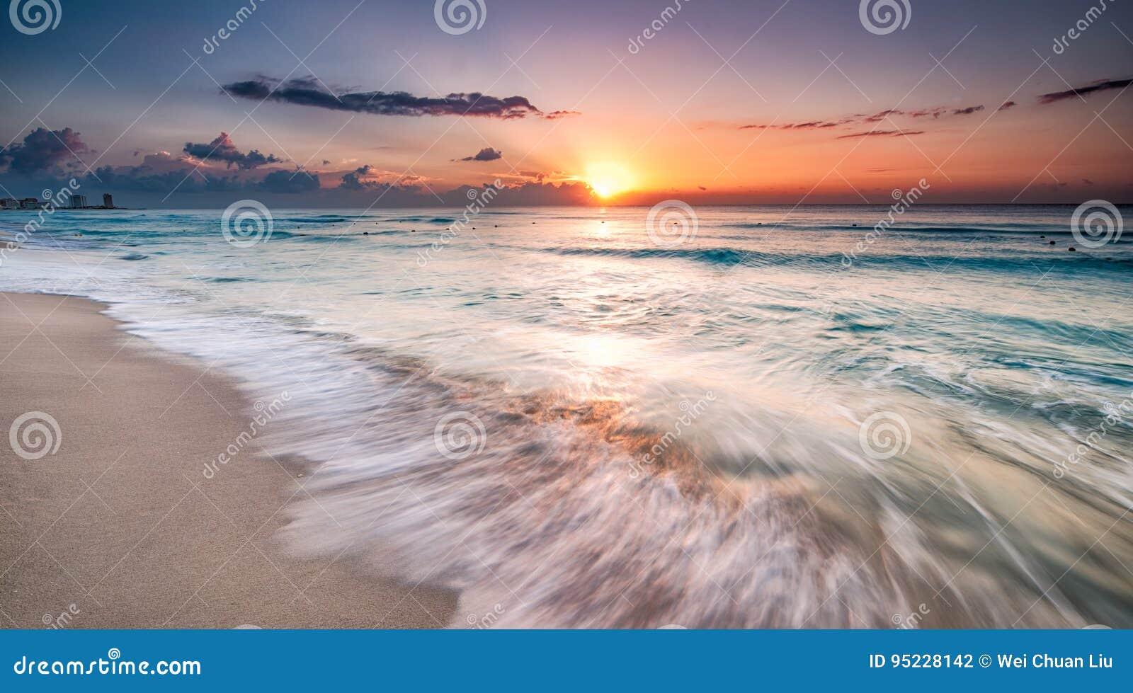 Schöner Sonnenaufgang in Cancun