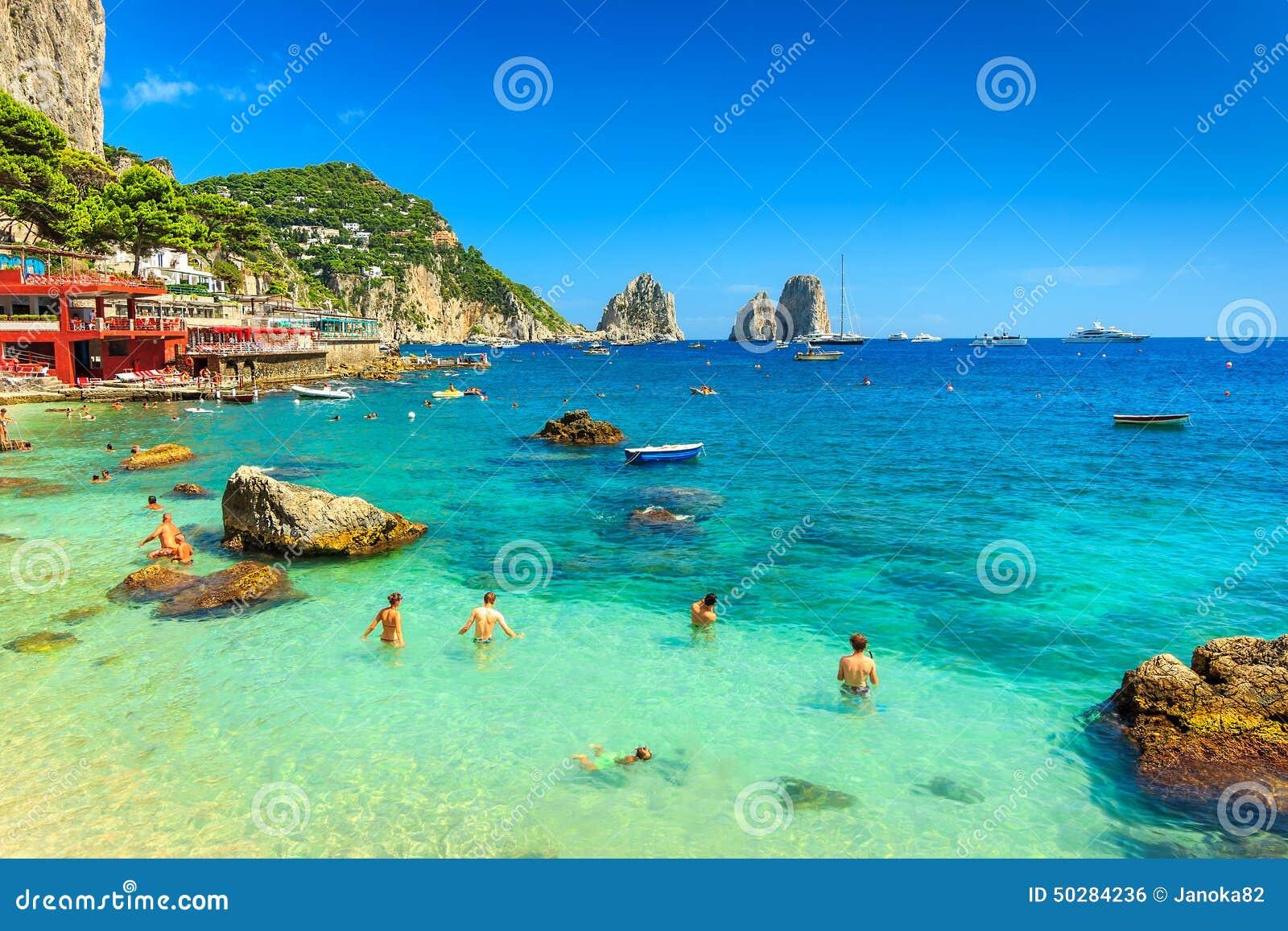 Schöner Strand und Klippen in Capri-Insel, Italien, Europa