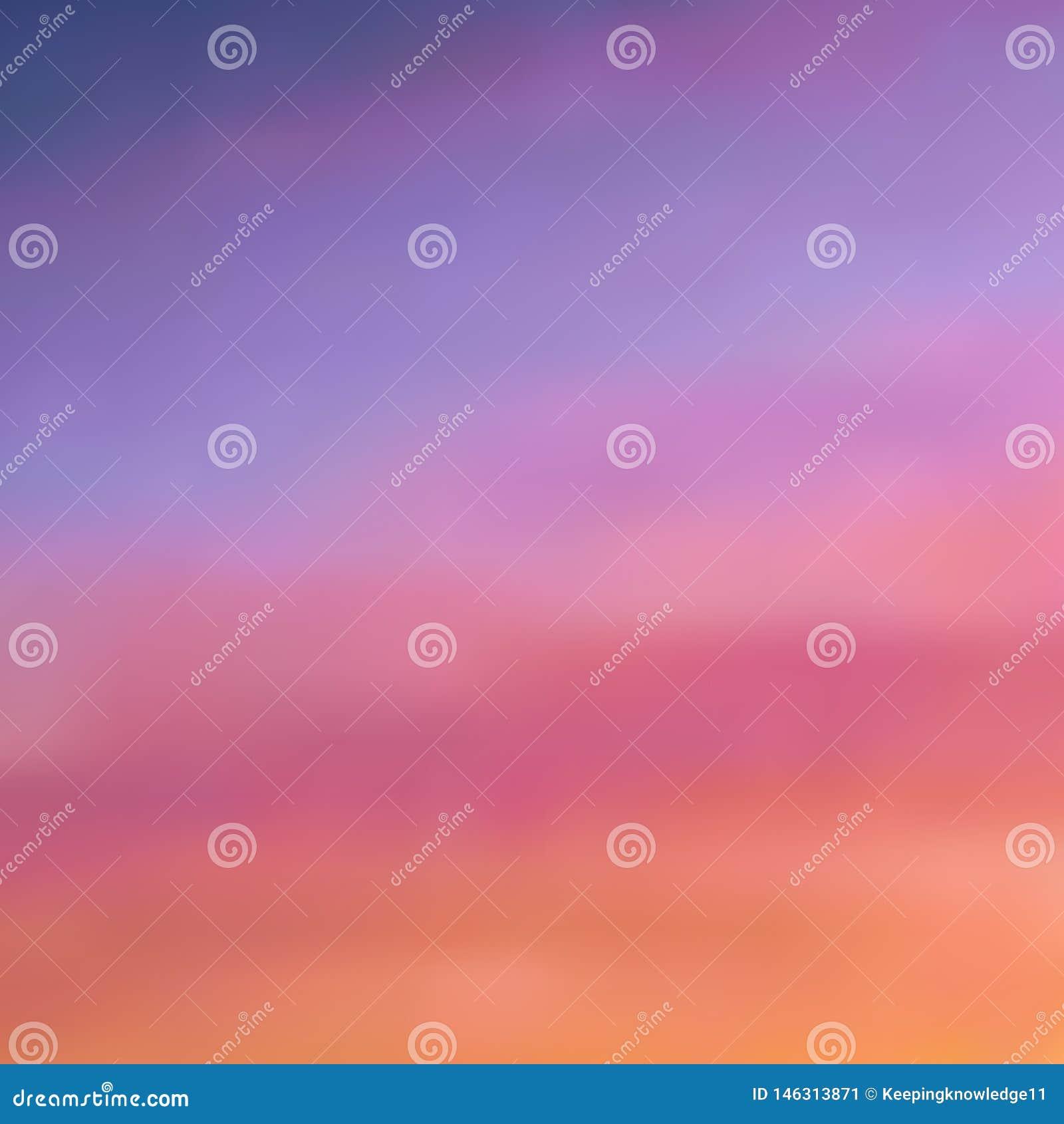 Schöner unscharfer Hintergrund in den warmen purpurrot-rosa und orange Tönen, Sonnenunterganghimmel mit hellem Abstauben der Wolk