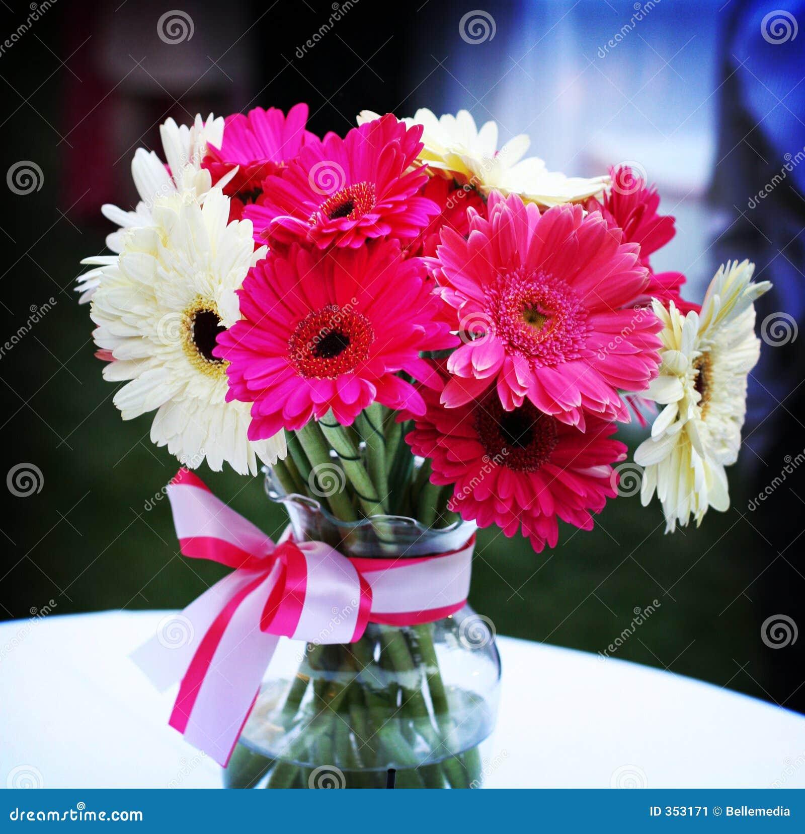 Schöner Vase Blumen Stockbild Bild Von Hochzeit Weiß 353171