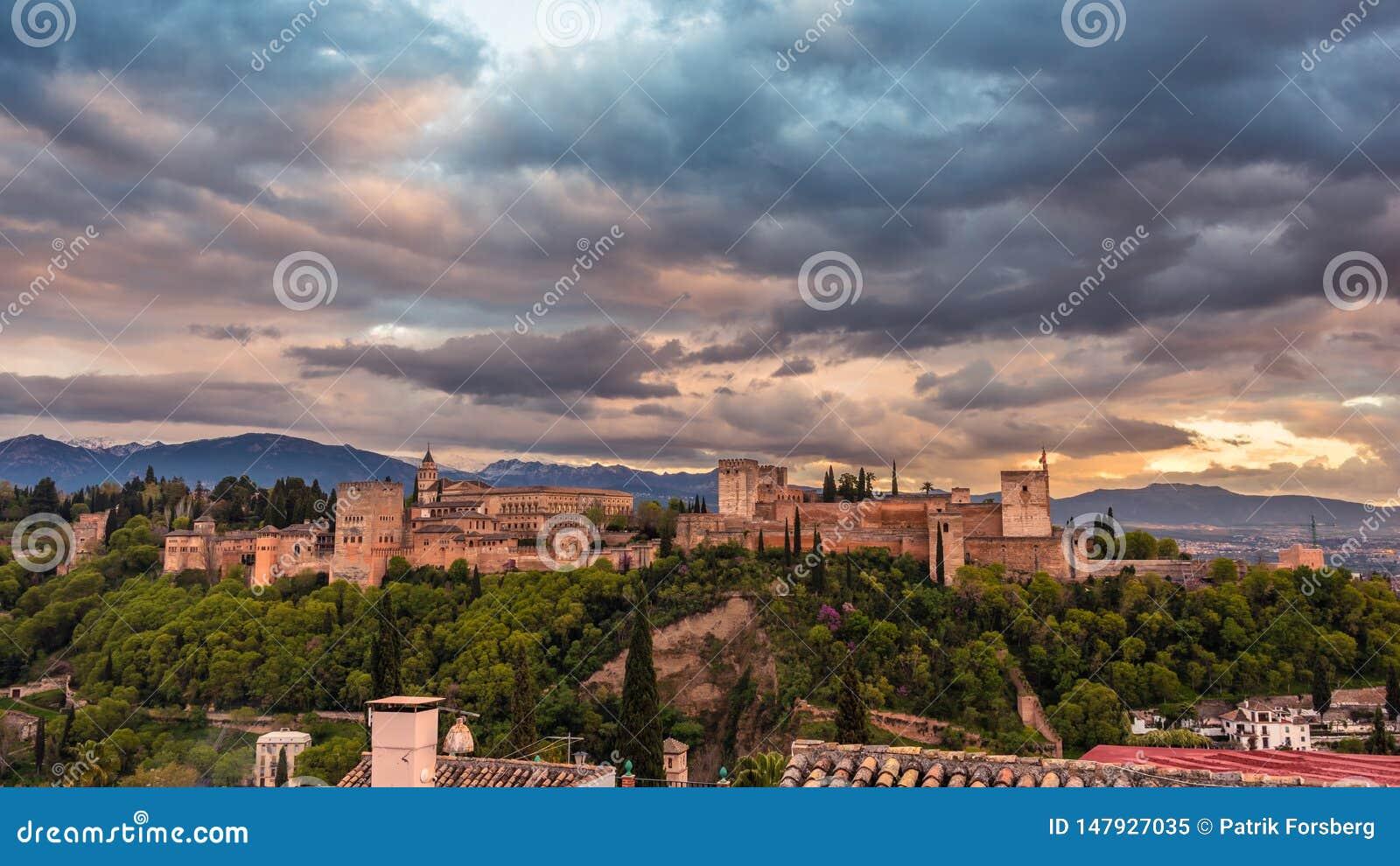 Schönes Alhambra in Sonnenuntergang 1