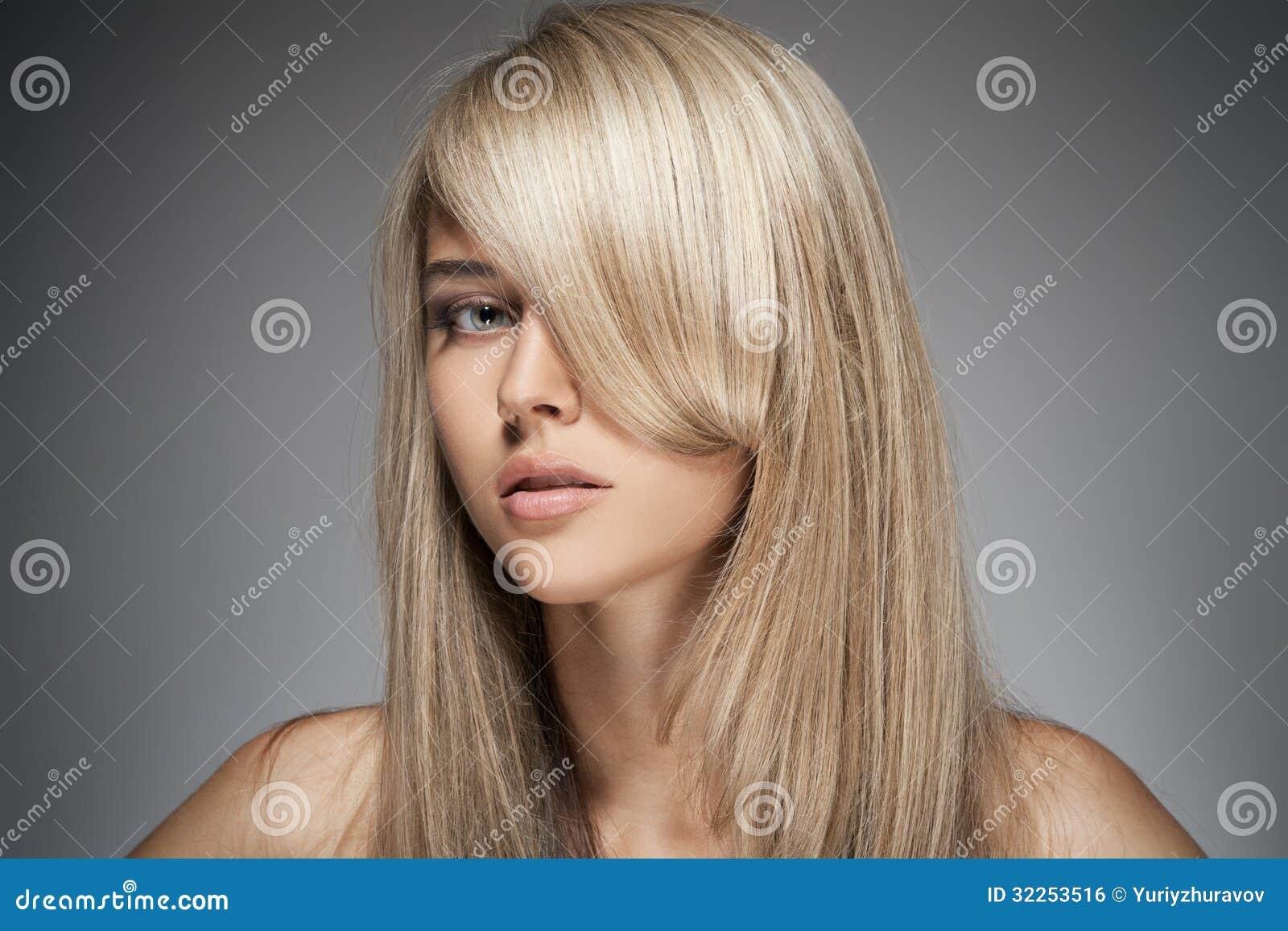 sch nes blondes m dchen gesundes langes haar stockfoto bild von farbton luxus 32253516. Black Bedroom Furniture Sets. Home Design Ideas