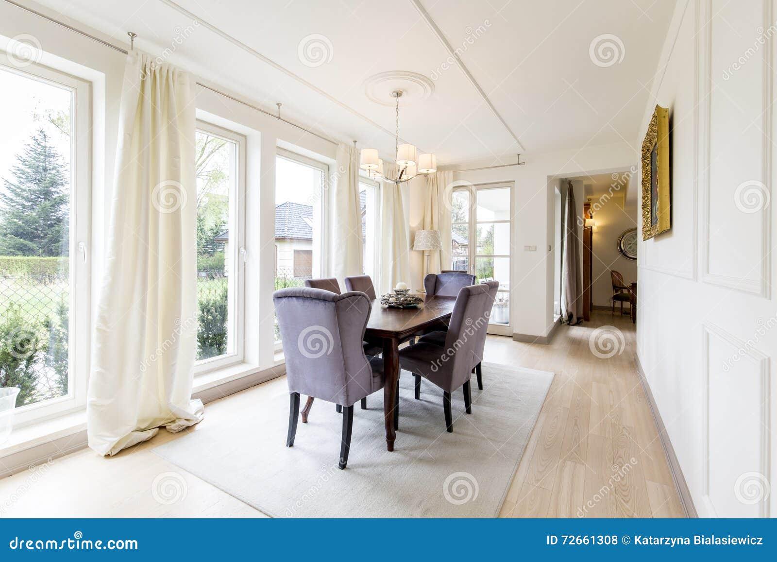 Schöne Esszimmer   Schones Esszimmer In Der Eleganten Art Stockfoto Bild Von Tabelle
