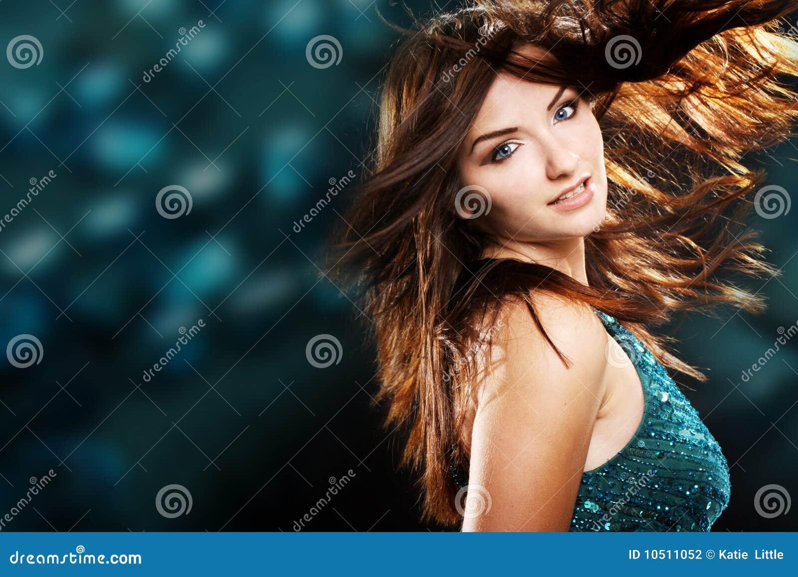 Schönes Frauentanzen und -c$lächeln