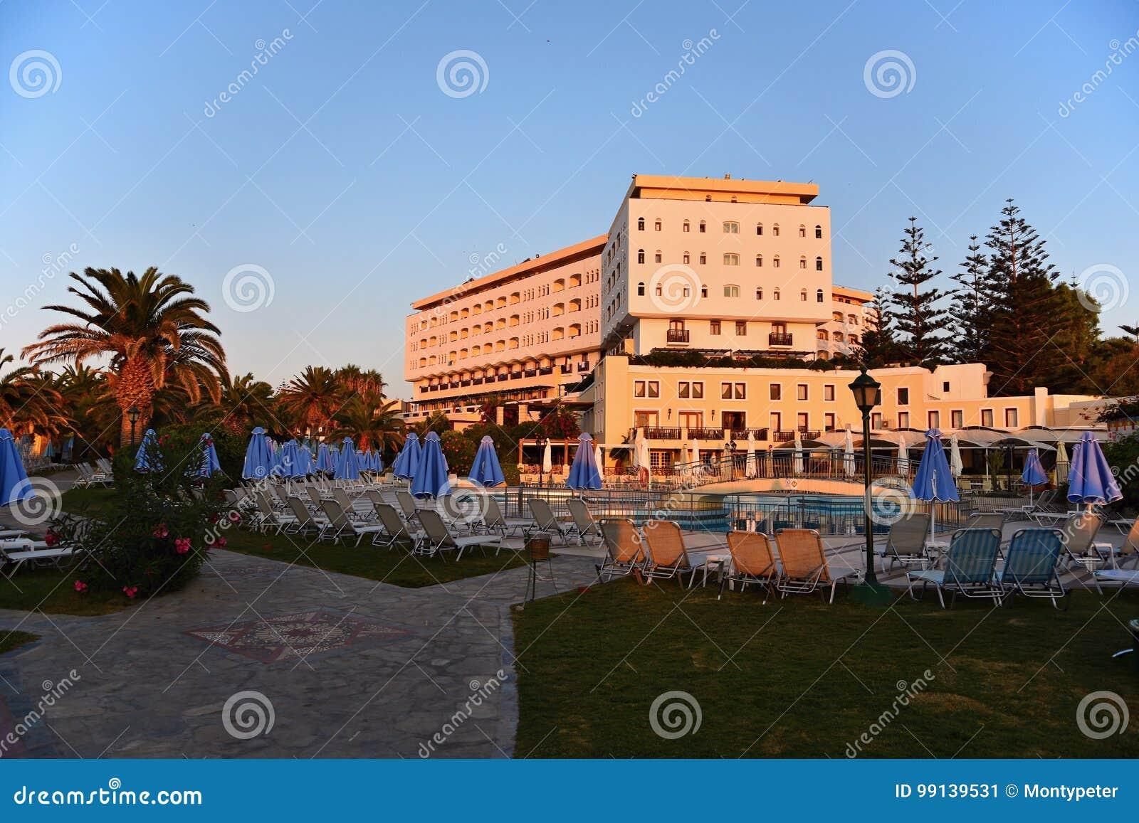 Schones Hotel Strandurlaubsort Bei Sonnenuntergang