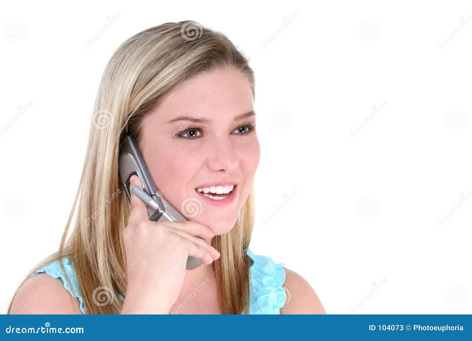 Schönes jugendlich Mädchen mit Mobiltelefon