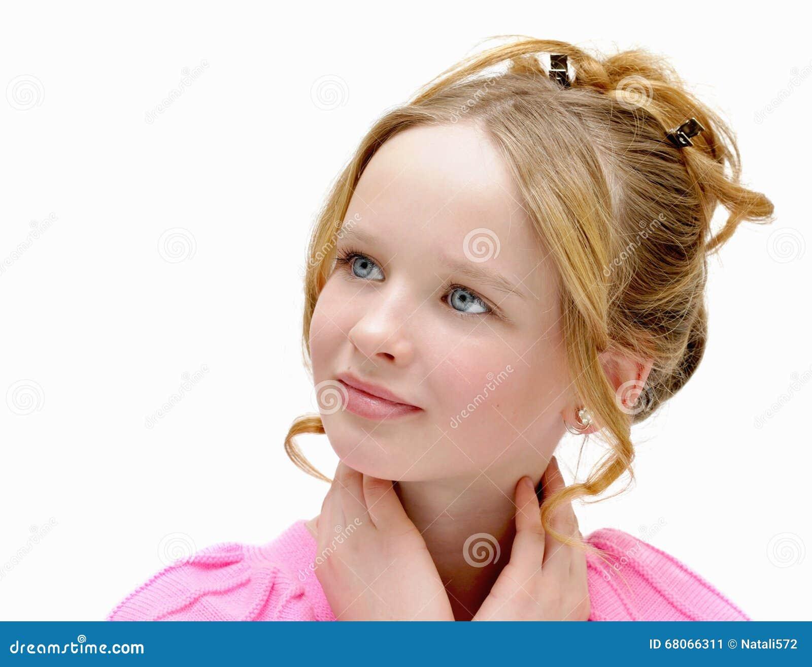 Schönes Mädchen Mit Blauen Augen Und Dem Blonden Haar ð Osmetics