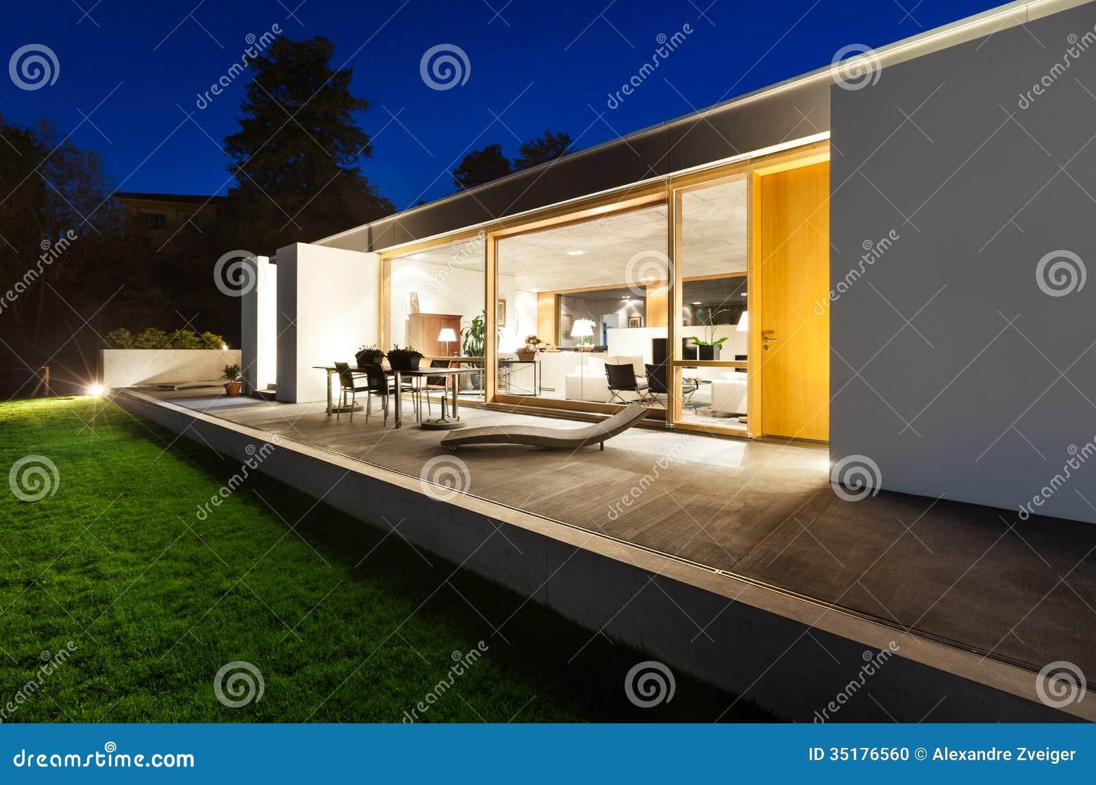 Schönes Modernes Haus Im Zement Stockfoto - Bild von leer, außen ...