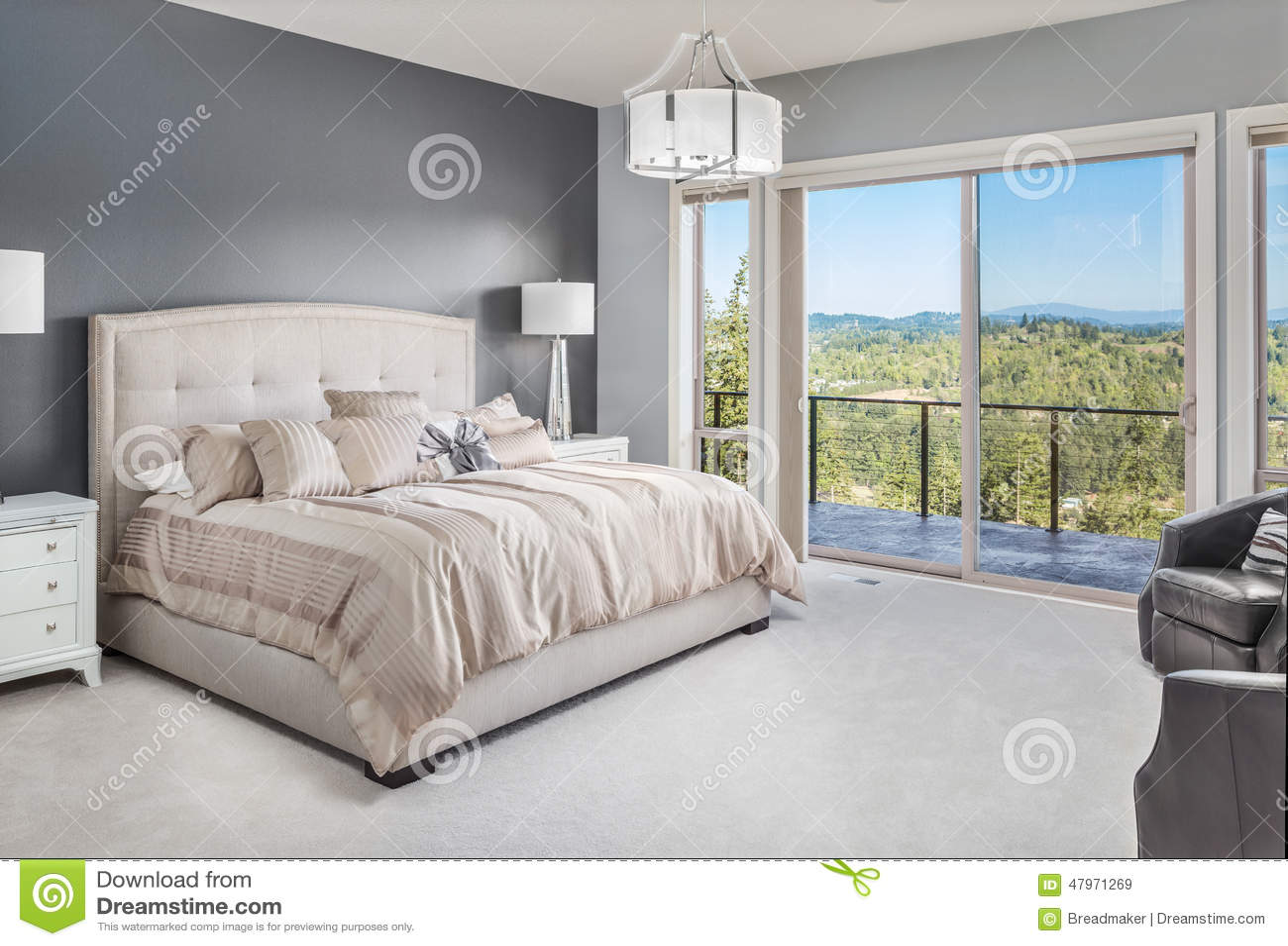 Schönes Schlafzimmer Im Neuen Haus Stockbild - Bild von innen, möbel ...