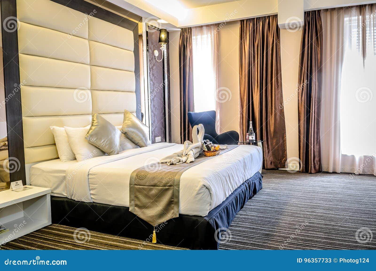 Schönes Schlafzimmer Und Doppelbett Im Hotel, Flach, Im ...