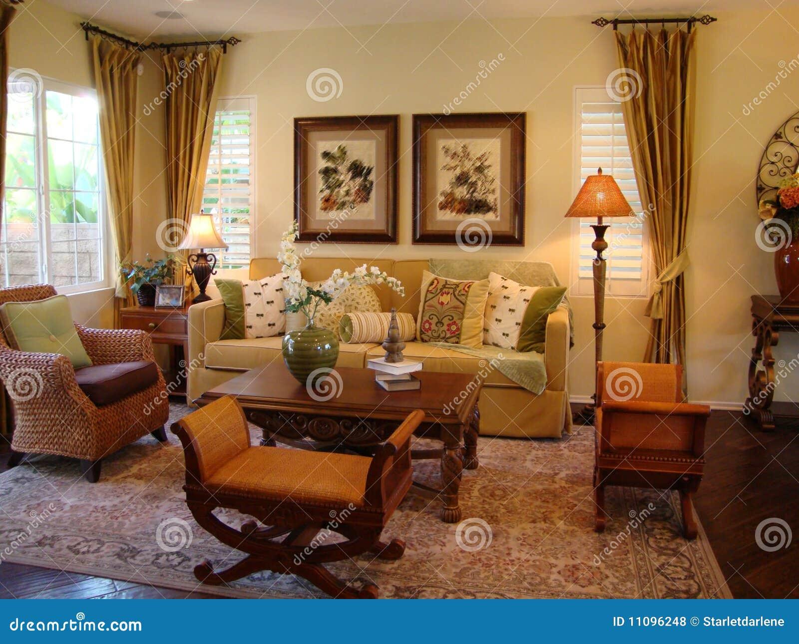Schönes Wohnzimmer stockfoto. Bild von kissen, schauer ...